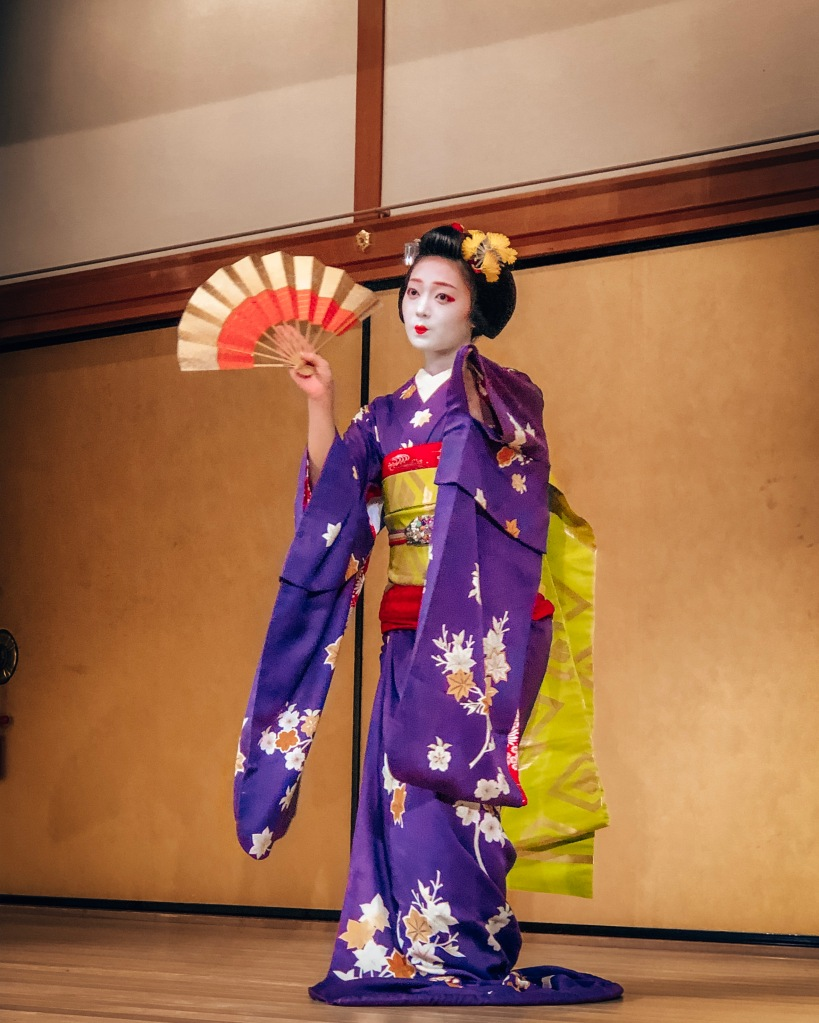 Geisha performance